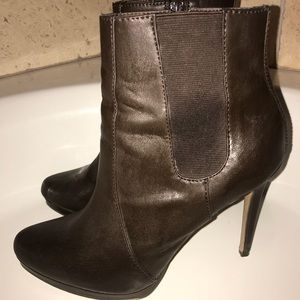 Mia Tabbie dark brown booties Size 9.